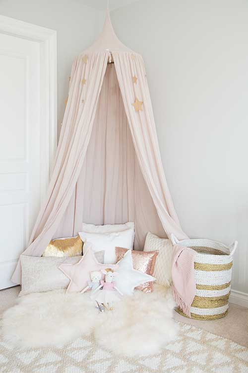 Canopy-In-Girls-Room-Decorating-Style